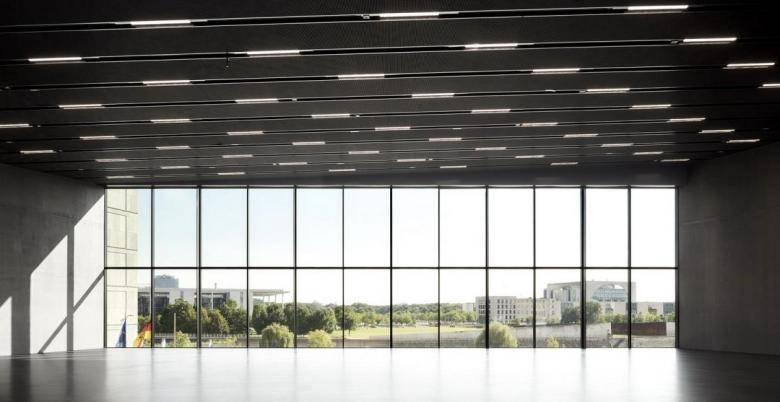 O vedere superbă deasupra Spreebogenpark și a clădirilor guvernului de la etajul superior. (Foto: Schnepp Renou / Richter Musikowski)